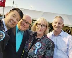 很高兴来到澳大利亚布里斯班,在这里我受到了热情的款待。这里充满了欢乐,人们都很友 ...